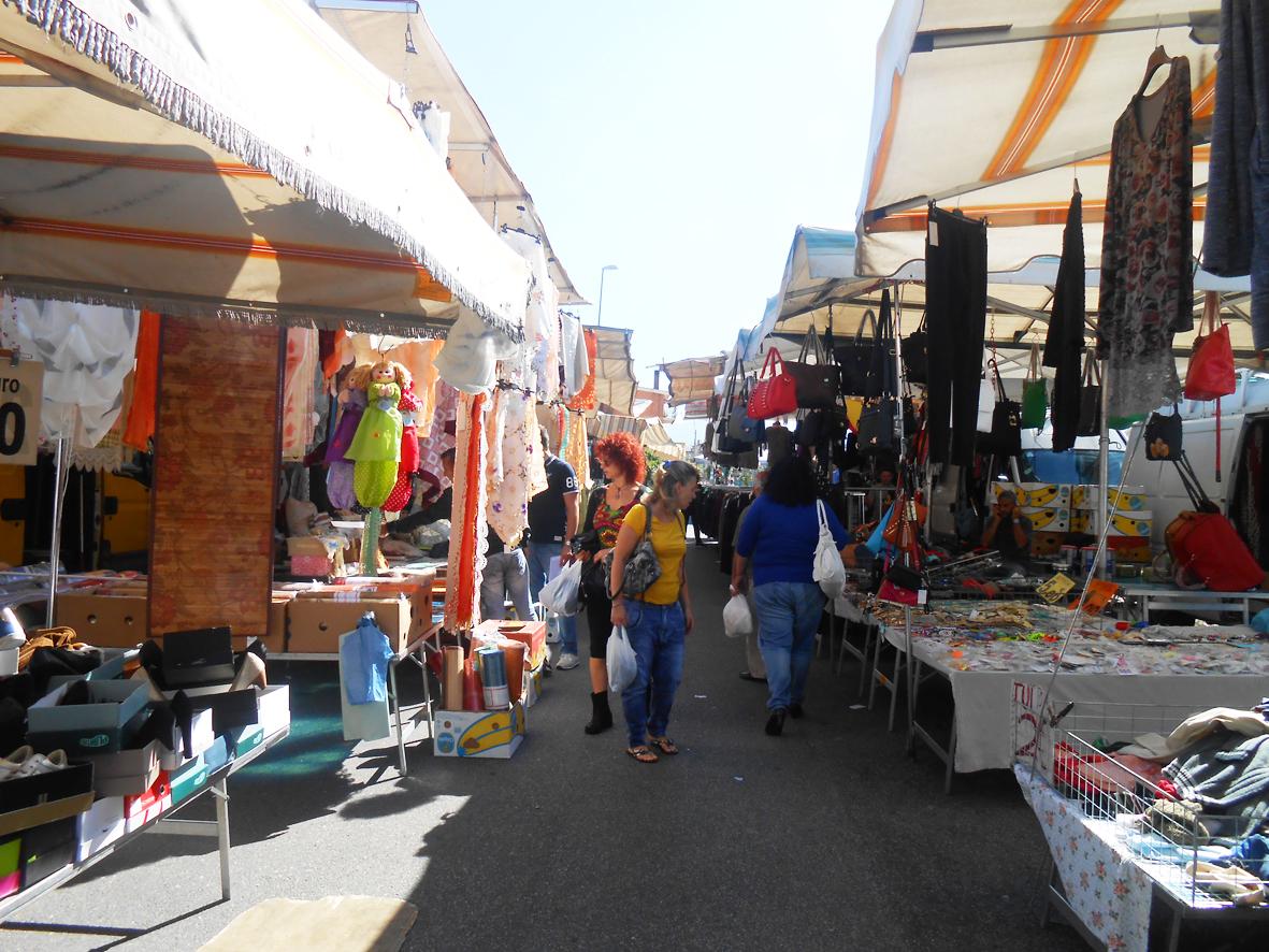 Una luce per il mercato via lentini la fiera dell 39 est for Mercato prato della valle