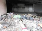 fogne arch Chili e chili di rifiuti nel garage delle case popolari Via dell'Archeologia 50