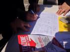 La raccolta firme al Pigneto, foto presa dalla pagina Fb  de Pigneto.it