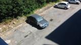 Le auto abbandonate nei parcheggi interni