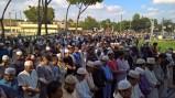 La folla dei Musulmani in preghiera